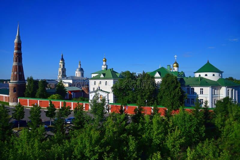 Man& x27 de Staro Golutvin do esmagamento; monastério de s em Kolomna, Rússia foto de stock royalty free