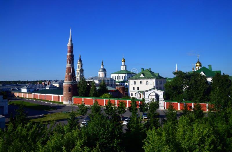 Man& x27 de Staro Golutvin do esmagamento; monastério de s em Kolomna, Rússia imagens de stock
