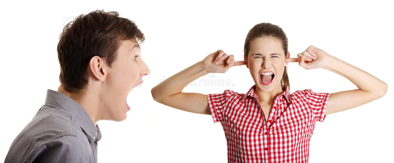 Man die op vrouw schreeuwt stock foto