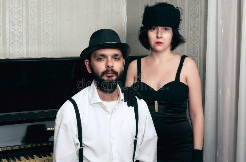 Man en de retro vrouw stock afbeelding
