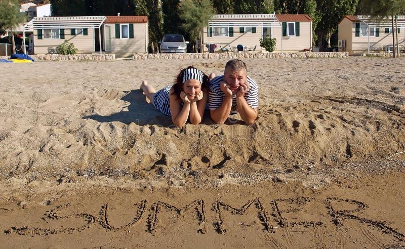 Man en vrouw bij de zomervakantie royalty-vrije stock fotografie
