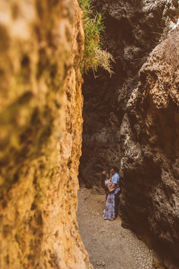 Man en vrouw die in gespleten lopen stock afbeelding