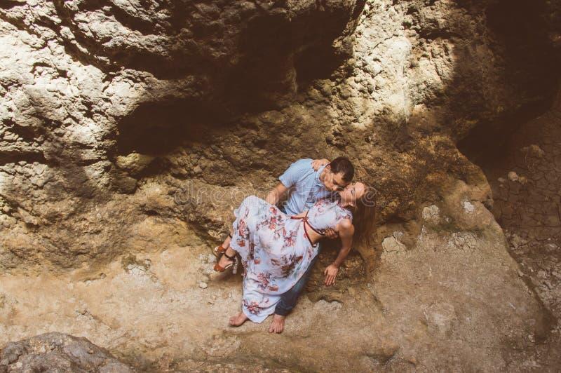 Man en vrouw die in gespleten lopen royalty-vrije stock foto's