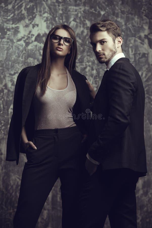 Man en vrouw in kostuums royalty-vrije stock afbeeldingen