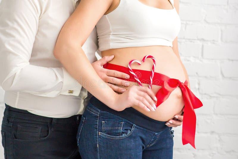 Man en zwangere vrouw met buik royalty-vrije stock foto