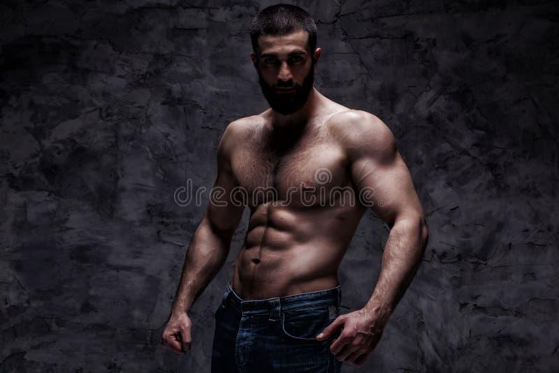 Man för Beardy idrottsman nenkroppsbyggare arkivbild