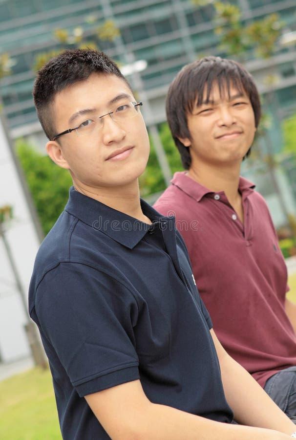 Man för två asia arkivfoto
