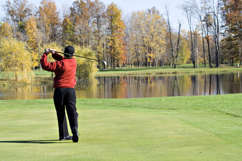Man Golfing in Fall royalty free stock photos