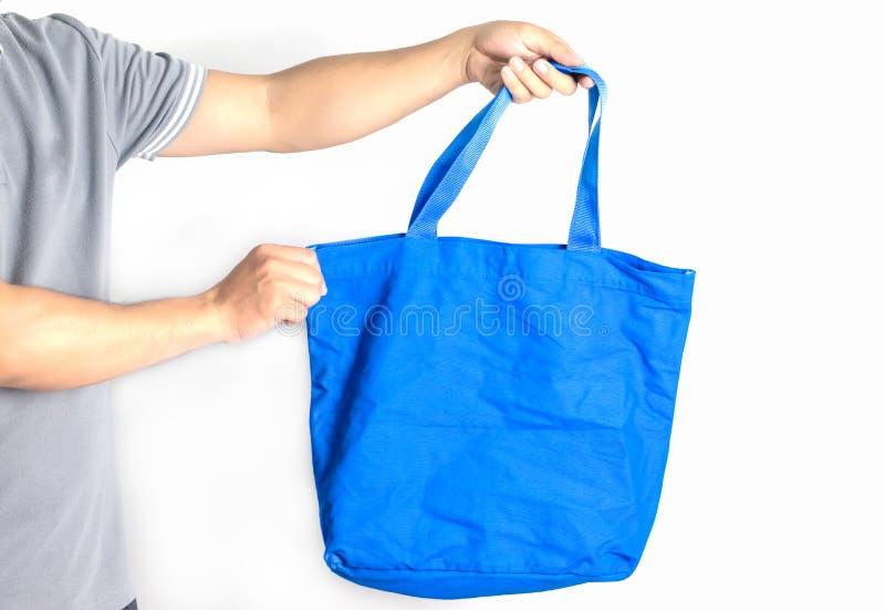 Man houdt blanco doek tote tas Eco-winkeltas stock foto's
