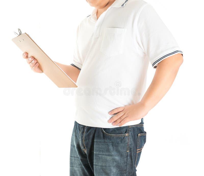 Man i den vita polot-skjortan på en vit bakgrund royaltyfri bild