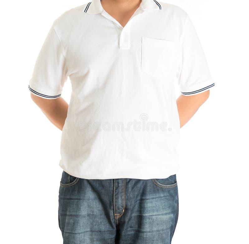 Man i den vita polot-skjortan på en vit bakgrund royaltyfri foto