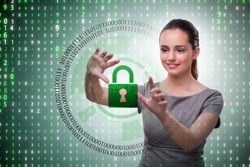 Man i det digitala säkerhetsbegreppet som trycker på knappen arkivfoto