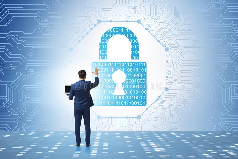 Man i det digitala säkerhetsbegreppet som trycker på knappen royaltyfri bild