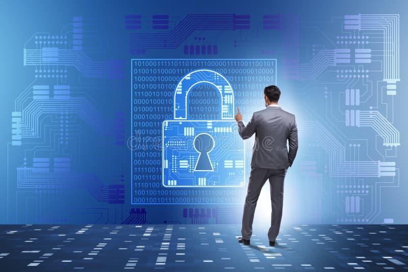 Man i det digitala säkerhetsbegreppet som trycker på knappen arkivbilder