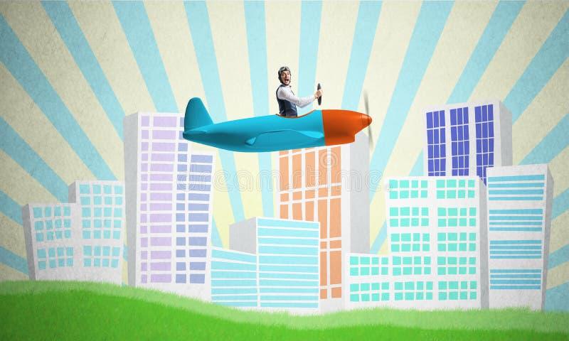 Man i flygarehjälmen som sitter i propellernivå arkivfoton