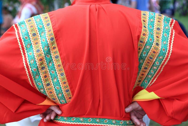 Man i rysk nationell kläder royaltyfria bilder