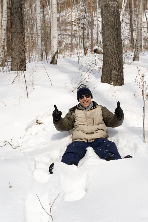 Man i snow royaltyfri foto