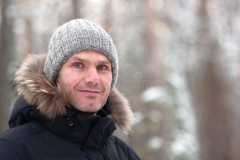 Man i vinterkläder royaltyfria foton