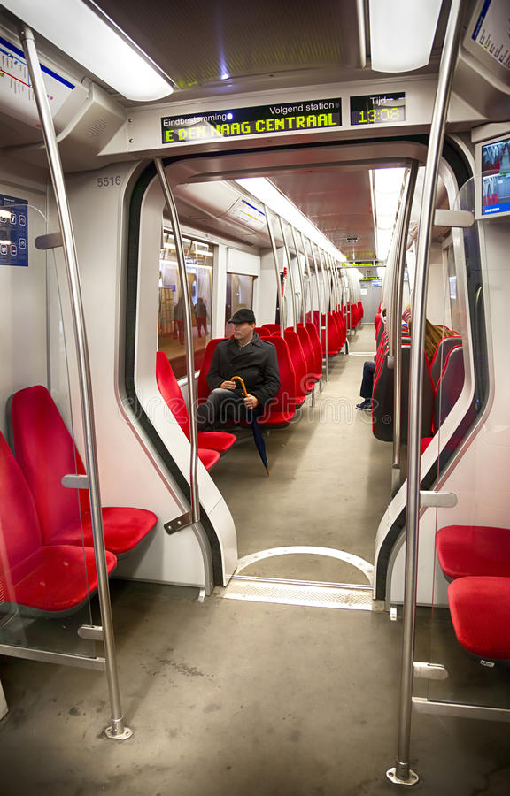 Man inom den holländska tunnelbanan royaltyfri fotografi