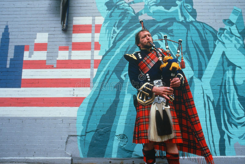 Download Man In Kilt Playing Bagpipes I Editorial Photography - Image: 25962947