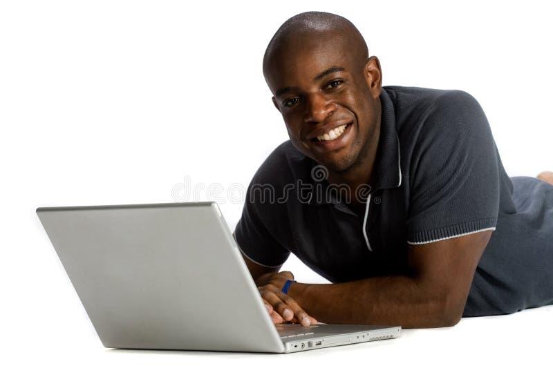 Man med bärbar dator arkivfoto