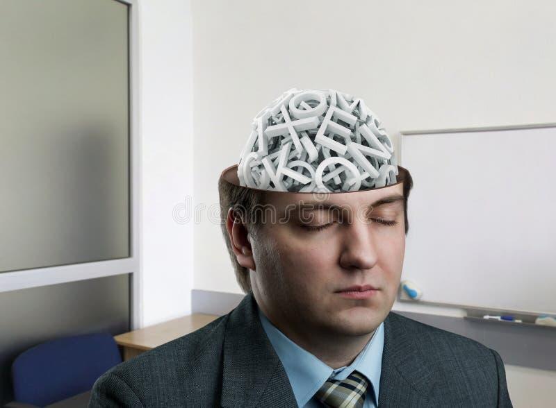 Man med bokstäver i hans hjärna arkivfoto