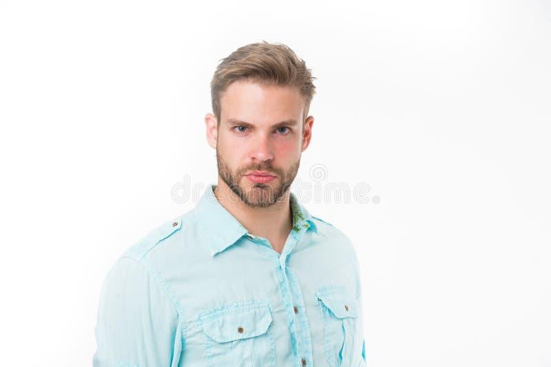 Man med borstet på den strikta framsidan som isoleras på vit bakgrund Mannen med skägget eller den orakade grabben ser stilig och fotografering för bildbyråer