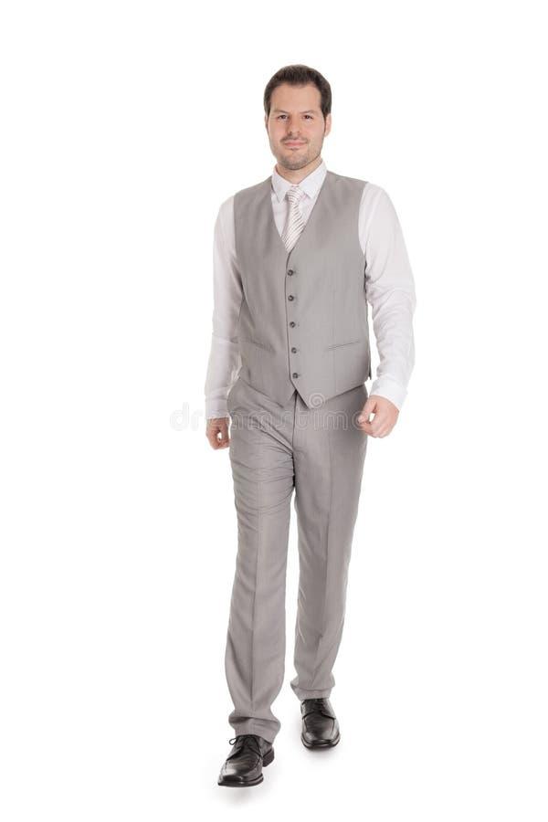 Man med den ljusa gråa dräkten som isoleras på vit bakgrund Affärs- och bröllopbegrepp royaltyfri bild