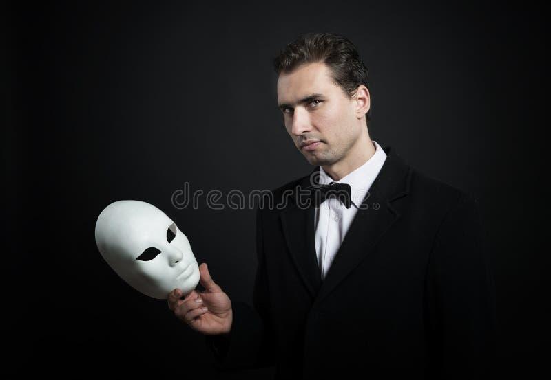 Man med en maskera royaltyfri fotografi