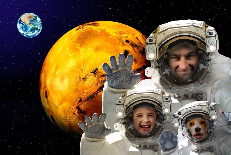 Man med ett barn och en hund i kosmos royaltyfria foton