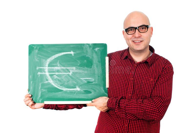 Man med eurotecknet på en grön svart tavla arkivfoto