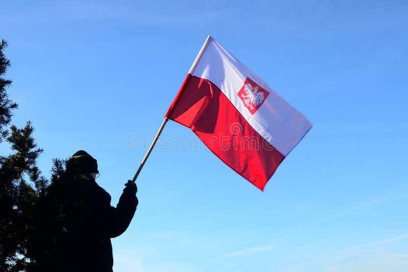Man med flaggan av Polen royaltyfria foton