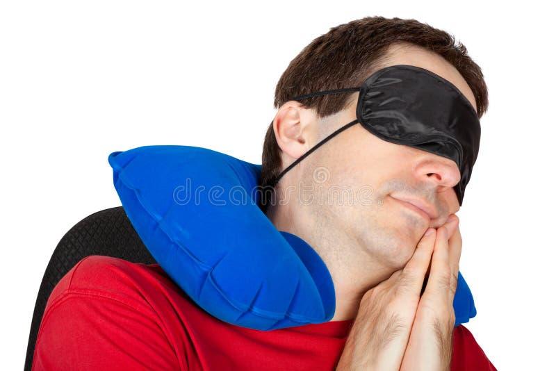 Man med lopphalskudden och den sova maskeringen royaltyfri bild