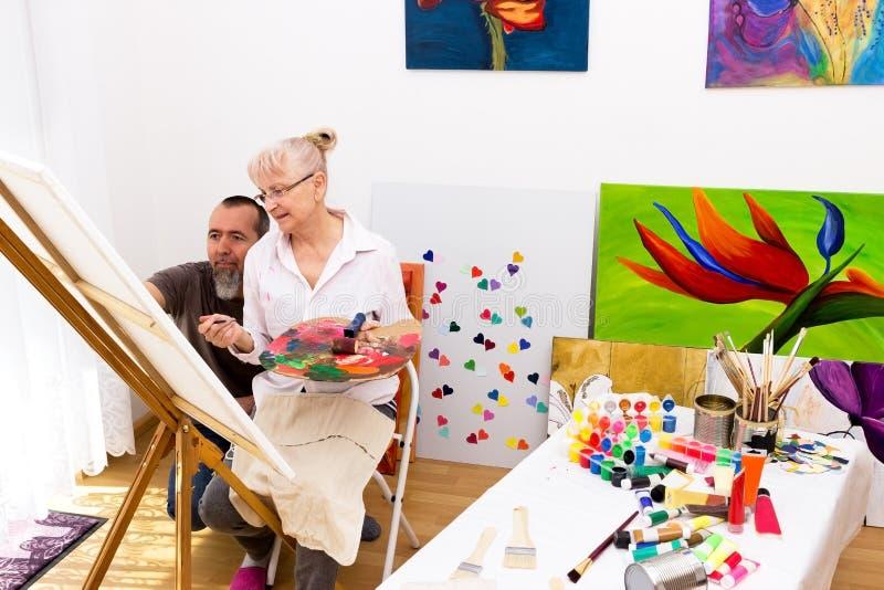 Man och kvinna i studion fotografering för bildbyråer
