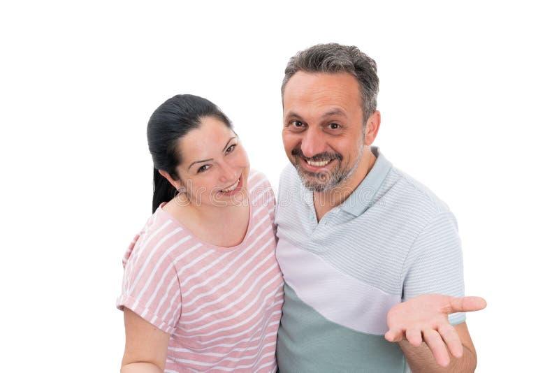 Man och kvinna som gör att välkomna gest royaltyfria foton
