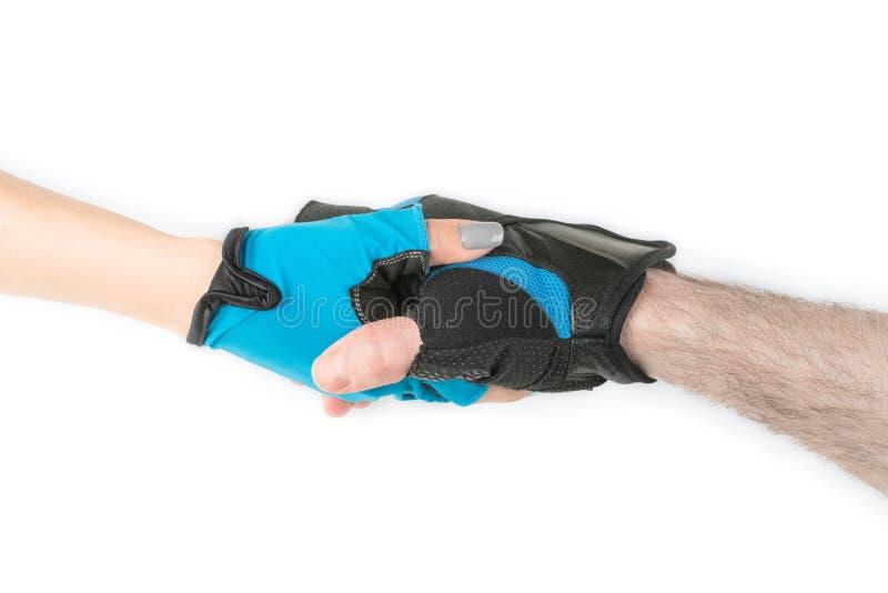 Man- och kvinnahänder i den isolerade sporthandskehandskakningen royaltyfria foton