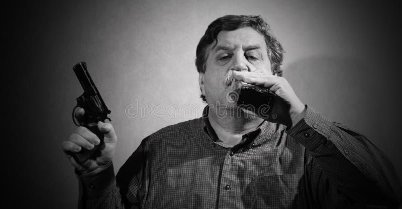 Man och wiskey arkivfoton