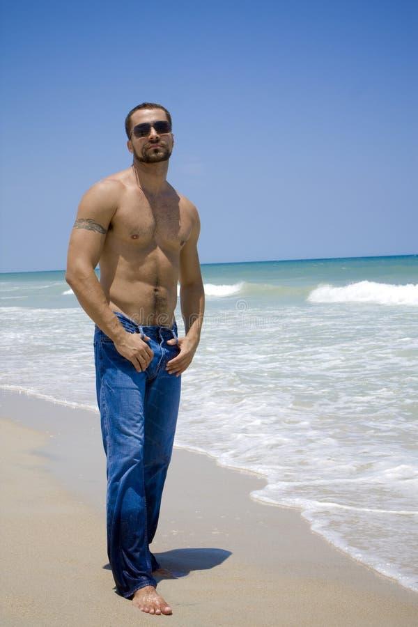 Man på en strand royaltyfria foton