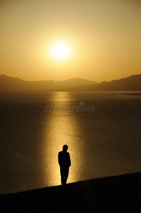 man på soluppgång royaltyfria bilder
