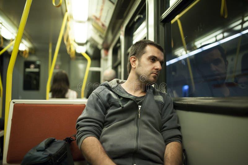 Man på tunnelbanan royaltyfri bild