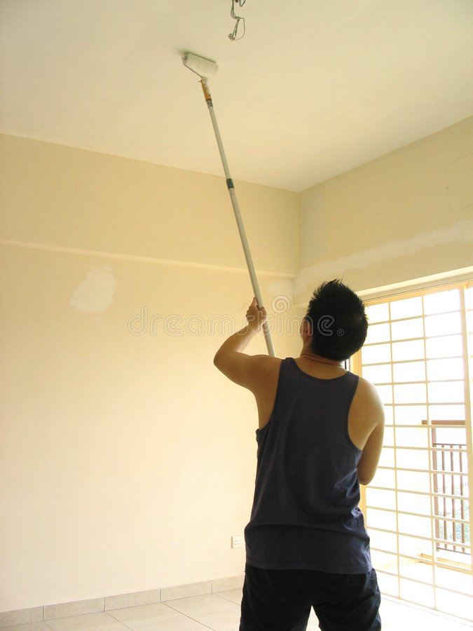 Free Man Painting Ceiling Royalty Free Stock Photography - 669227