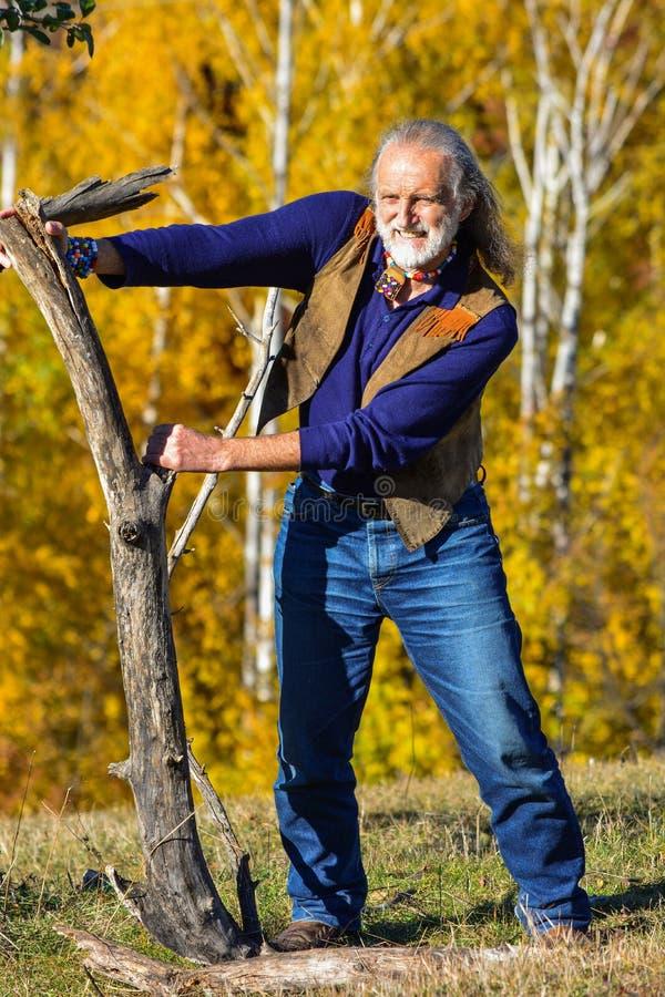 Man& plus âgé x27 ; exercice extérieur de s photos stock