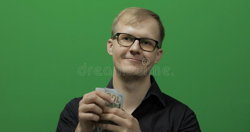 man received paper money for a major deal counting money