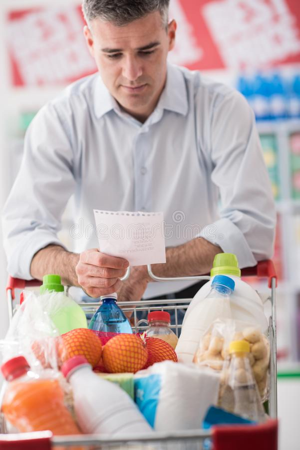 Free Man Shopping With A Grocery List Royalty Free Stock Images - 92307569