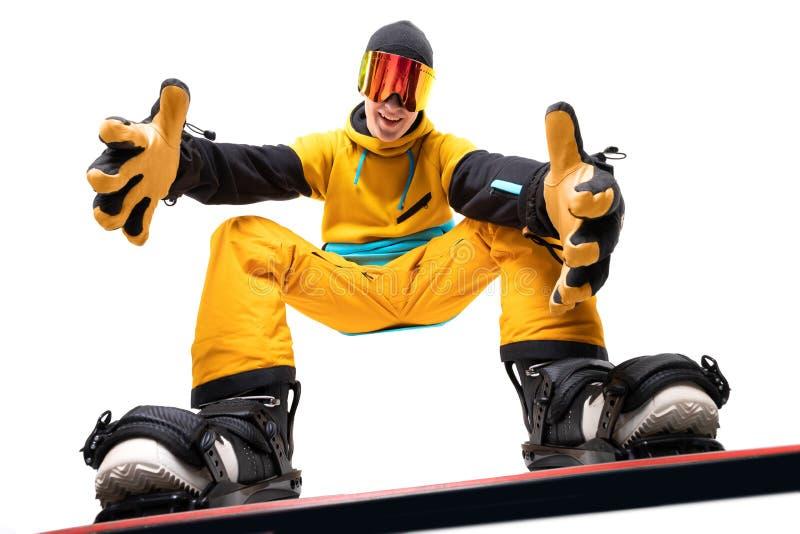 Man snowboarder på snowboard i isolerad vit bakgrund, i bottenläge fotografering för bildbyråer