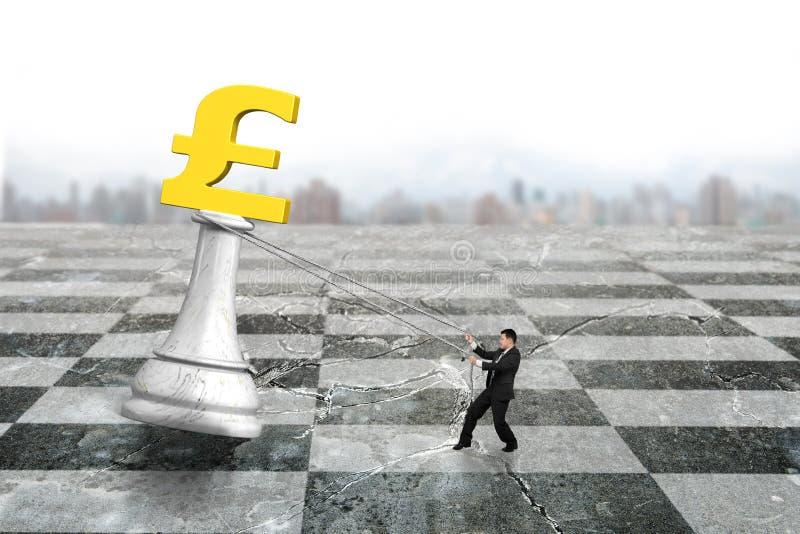 Man som drar pundsymbol av pengarschack på schackbrädet arkivbild