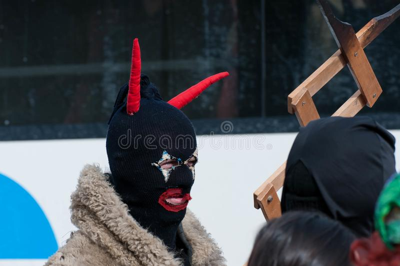 Man som förställas i jäkel med röda hornes arkivfoton