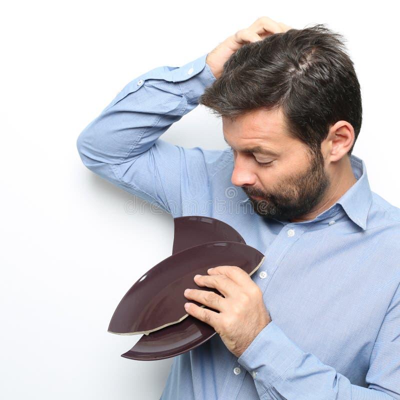 Man som kontrollerar hår royaltyfria bilder