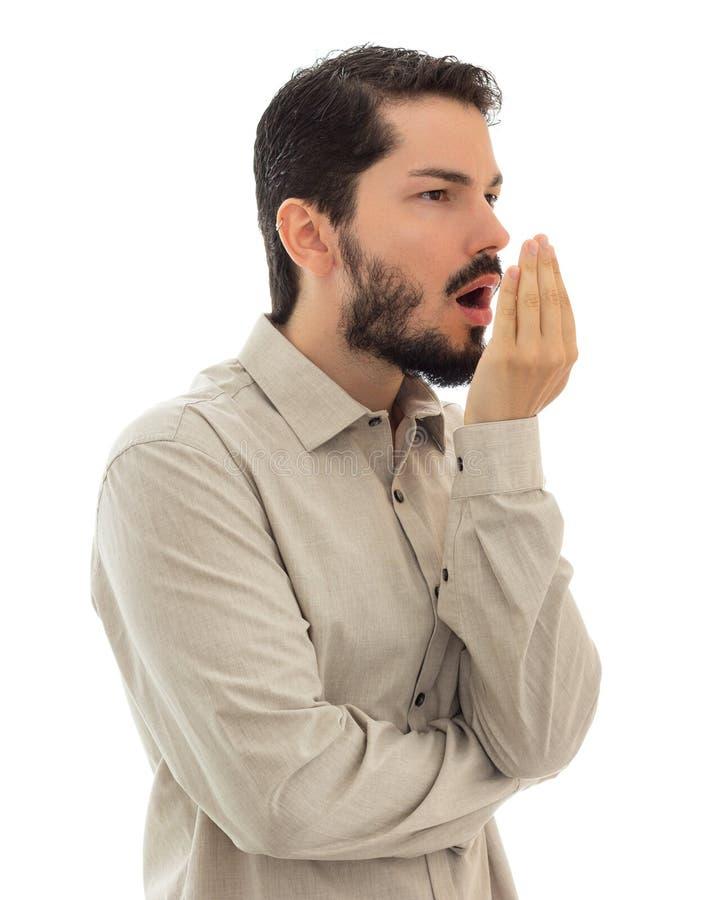 Man som kontrollerar hans andedräkt med handen bad breath Dålig andedräkt Co royaltyfri foto
