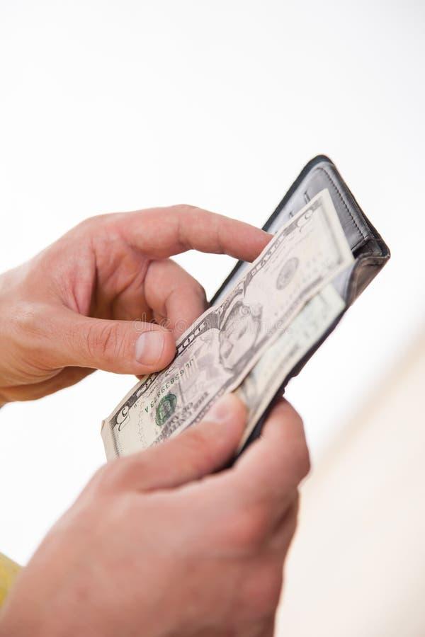 Man som rymmer en svart handväska och dollar arkivfoton